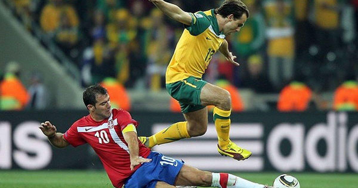 Гарсіа вибиває м'яч у Станковіча @ Getty Images/Fotobank