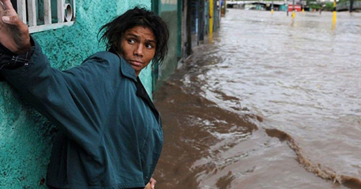 У Сальвадорі стихія забрала життя дев'яти людей, двоє пропали безвісти. У Гондурасі загинули вісім людей. @ AFP