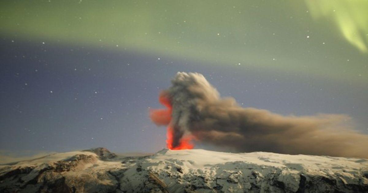 Північне сяйво над Ейяфьятлайокудлем @ daylife.com