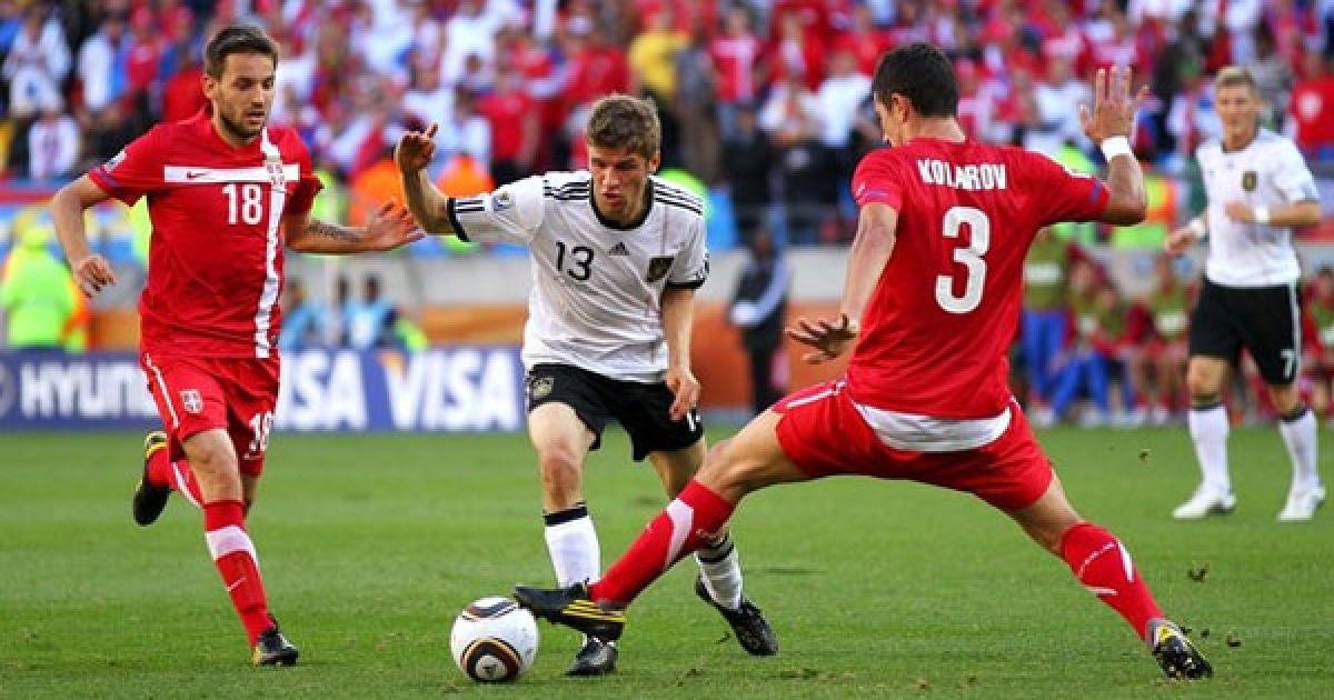 Мюллер проходить гравців Сербії @ Getty Images/Fotobank