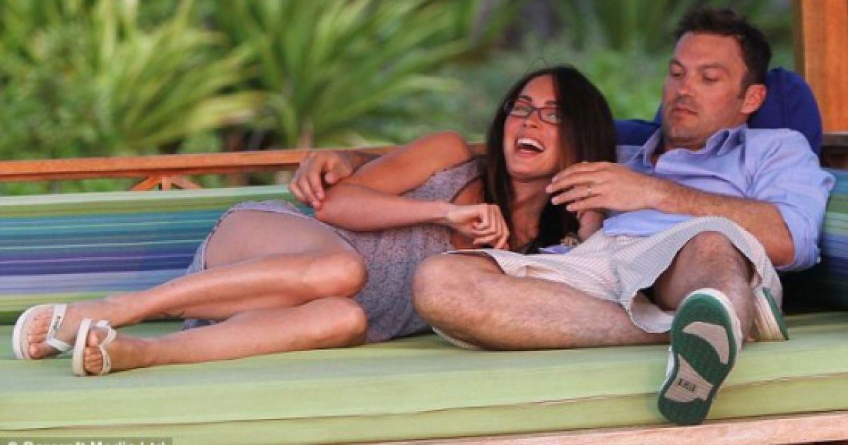 Меган Фокс та Браян Остін Грін на Гаваях @ Daily Mail