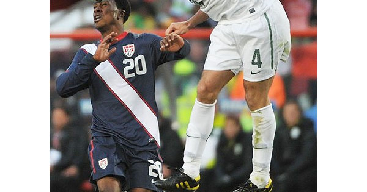 Шулер і Фіндлі ведуть боротьбу за м'яч @ Getty Images/Fotobank