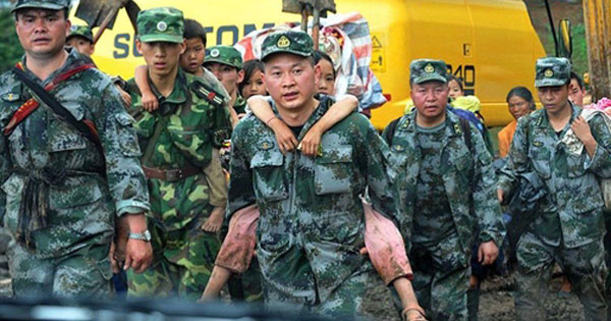 У Китаї в результаті зсуву під завалами опинилися 150 людей @ AFP