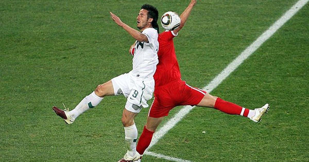 Люб'янкіч і Террі ведуть боротьбу за м'яч @ AFP