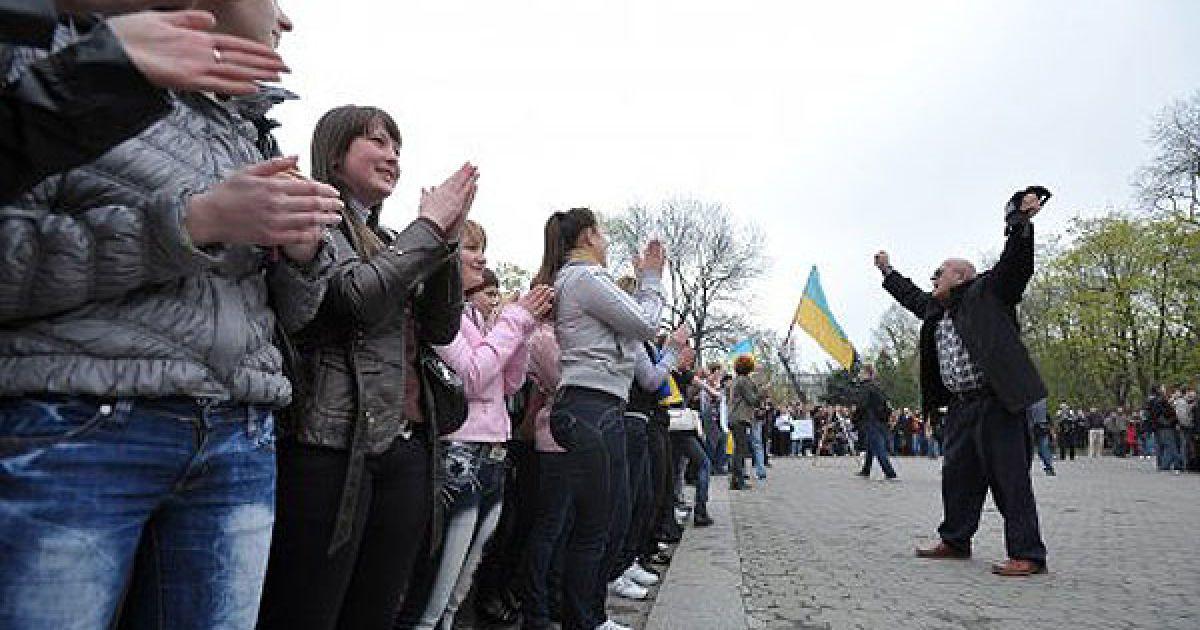 """Координатор """"Антитабачної"""" кампанії Андрій Бень заявив, що вони не збираються відступати і будуть надалі проводити акції громадянської непокори, поки Табачник не буде звільнений. @ УНІАН"""