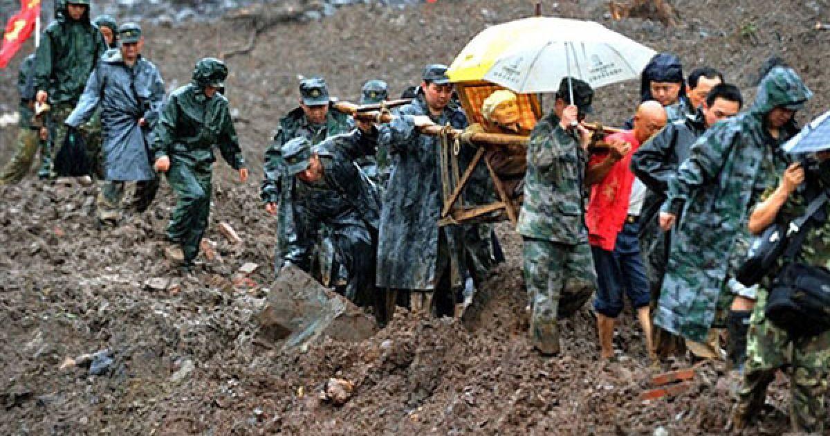 Під шаром каменів і бруle виявилися близько 50 подвір'їв. @ AFP