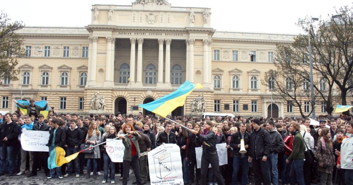"""""""Ми, українські студенти, щиро просимо вас звільнити крісло міністра, яке не заслуговує такої одіозної фігури."""" @ ZAXID.NET"""