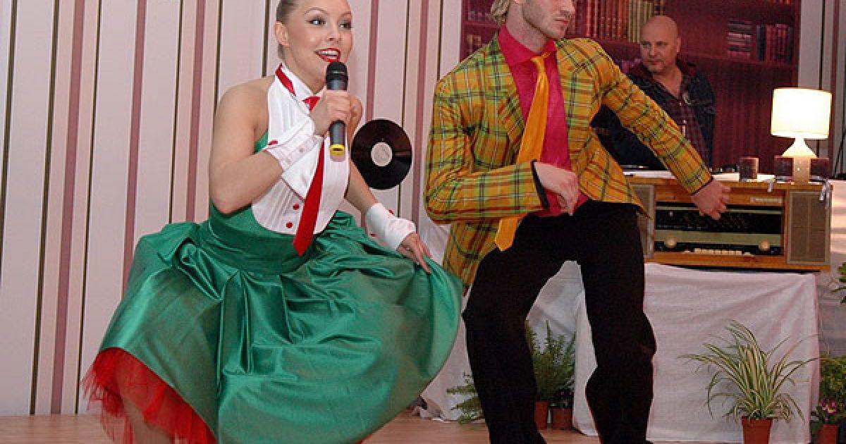 Доки всі гуляли, танцюристи Олена Шоптенко і Дмитро Дікусар їх розважали. @ Євген Бурляй/ТСН.ua
