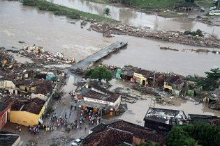Тисячі людей зникли через повінь у Бразилії