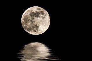 На Місяці знайшли воду, срібло й алкоголь