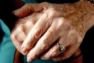Бабушка-лесбиянка изнасиловала свою 72-летнюю подругу