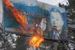 Будинок поваленого президента Киргизії розграбований і спалений