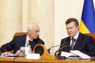 Майже дві третини українців незадоволені Януковичем та Азаровим