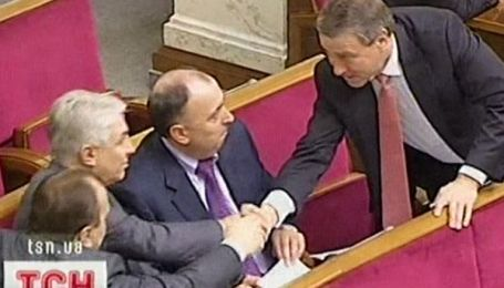 Український політикум тримає носа за вітром