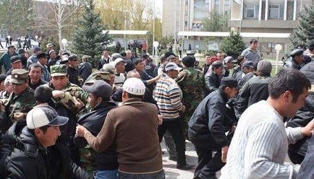 У Киргизії введено надзвичайний стан