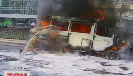 В центре Киева загорелось авто