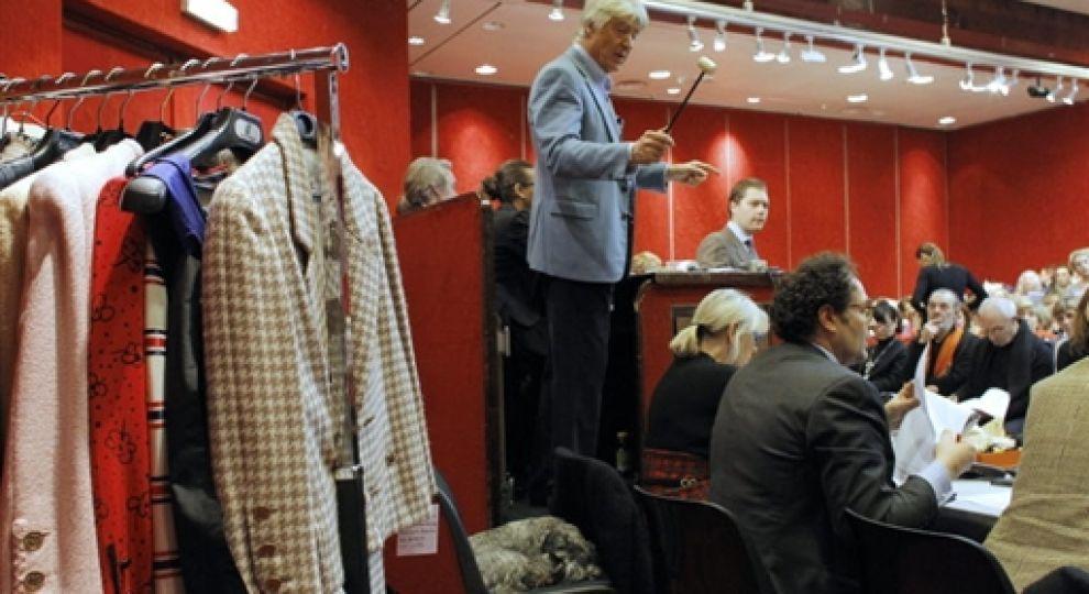 Відео - Вінтажний одяг від Chanel розпродують в Парижі - Сторінка відео 5ae0a07a5a2f7