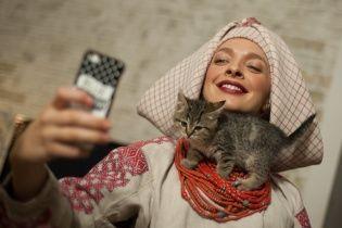 15 известных украинок примеряли коллекционные украинские наряды