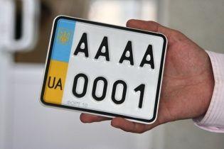 Патрульні нагадали водіям, коли та який можна отримати штраф за зміну номерного знаку