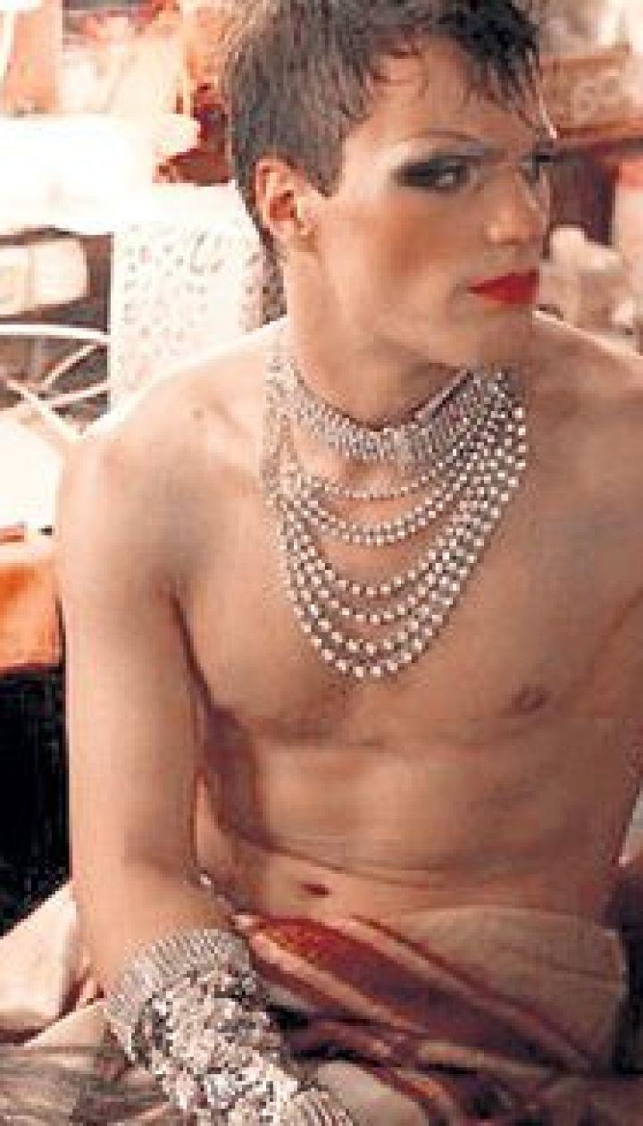 Баба переделана в трансвестита, порно лимузин смотреть онлайн