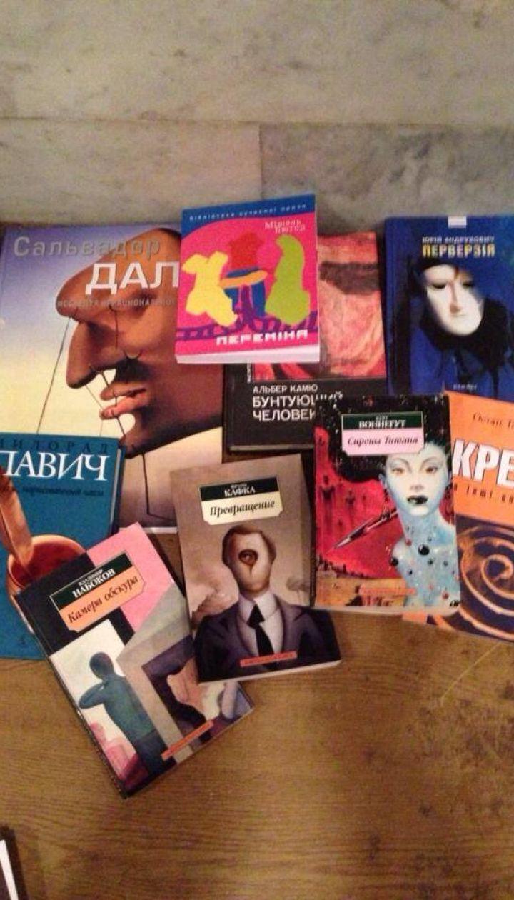 Библиотека Евромайдана @ facebook.com/MaidanLibrary