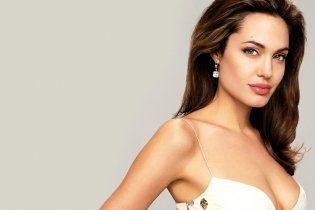 Анджелина Джоли увлеклась калорийными колбасками