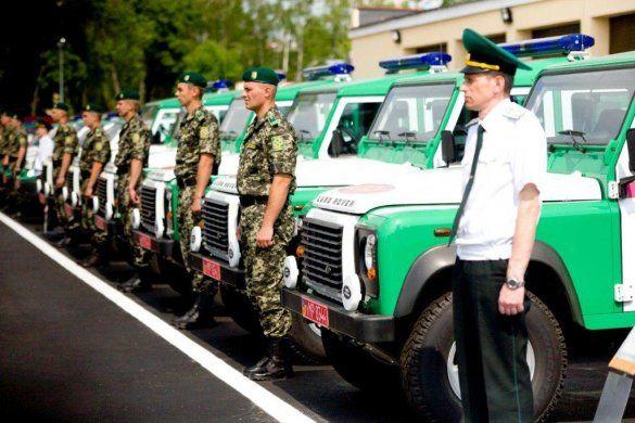 Украинским пограничникам подарили полсотни внедорожников Defender_3