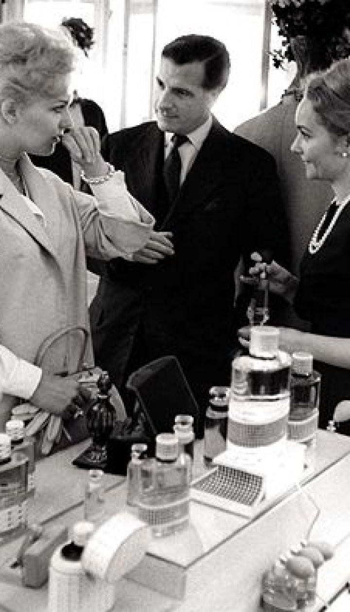 Ким Новак выбирает аромат Dior, 1960 год @ Spletnik.ru