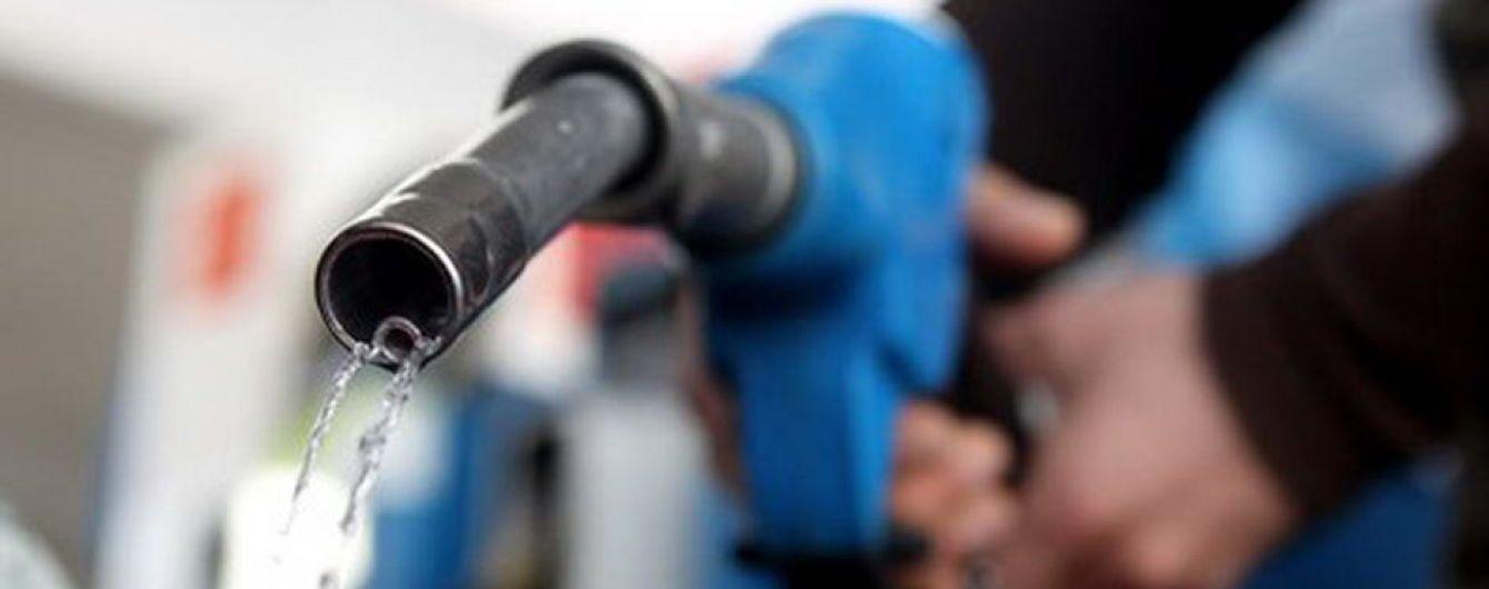 Хакеры украли около двух тысяч литров бензина средь бела дня