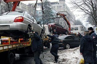С обочин столицы эвакуируют машины