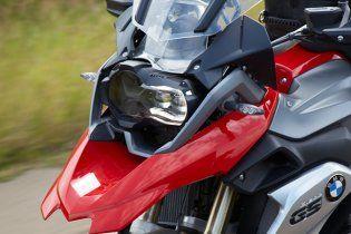 В Киеве патрульный разбил мотоцикл задержанного байкера