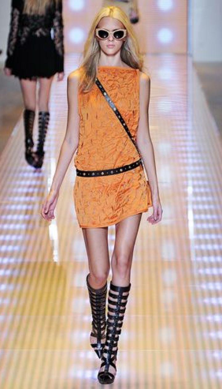 Versace прет-а-порте весна-лето 2013 @ East News