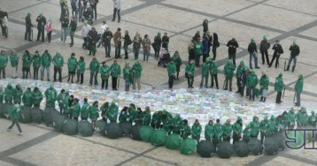В Киеве установили рекорд по количеству танцующих с зонтами @ Униан
