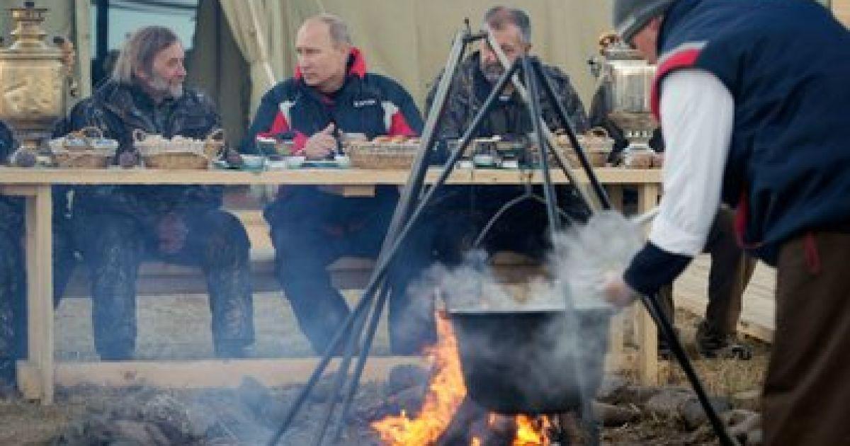 Путін з гордістю очолив журавлину зграю @ svali.ru