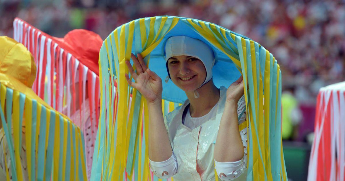 Трибуни Національного стадіону у Варшаві бурхливо привітали відкриття Євро-2012 @ uefa.com