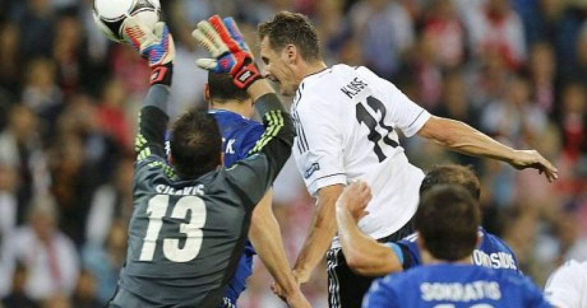 Клозе забиває у ворота греків @ zczuba.pl