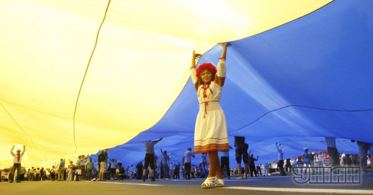 Рекордный флаг Украины на Крещатике. Киев, 24 августа 2012 года @ УНІАН