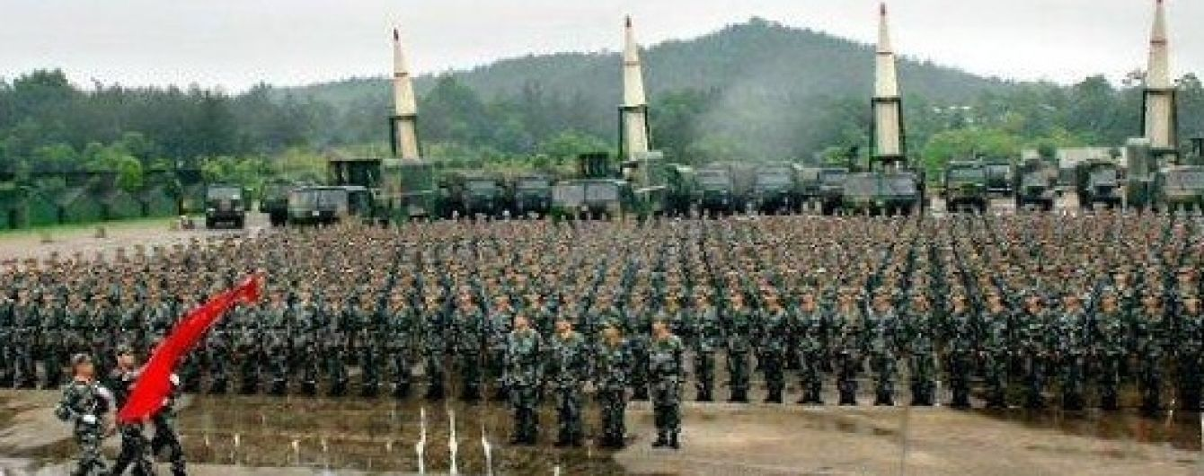 Китай заявив про відмову від ядерної гонки озброєнь