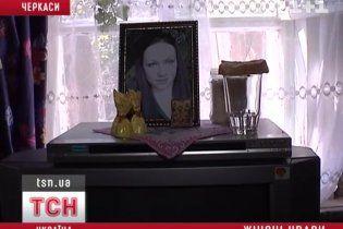 Родные бабушка с тетей арматурой и молотком разнесли голову 21-летней девушке