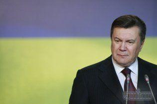 """Янукович """"легалізував"""" скандальний закон про мови"""