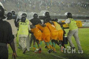 Сенегальські вболівальники зірвали матч зі збірною Кот-д'Івуару (відео)