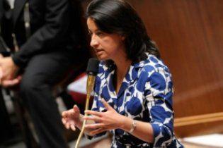 Французского министра в цветастом платье освистали в парламенте