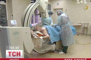 Унікальну операцію на серці через ногу провели київські хірурги