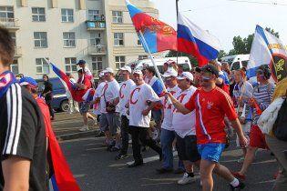 Россия проверяет информацию о смерти болельщика на марше в Варшаве