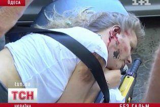 В Одесі спортивна Mazda налетіла на жінку на тротуарі