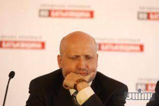 Турчинова підстрелили прямо на сцені Майдану