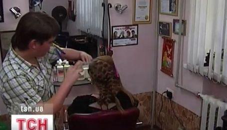 В Днепропетровске подросток-парикмахер делает оригинальные прически двумя пальцами
