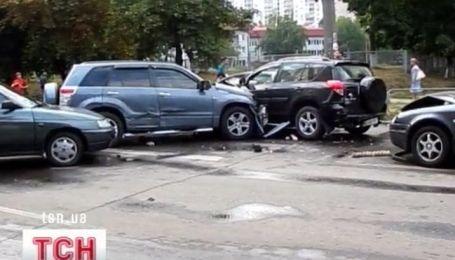 Сразу шесть машин столкнулись в столице