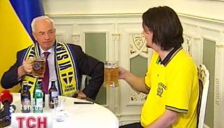 Честный швед все-таки отдал пиво Азарову