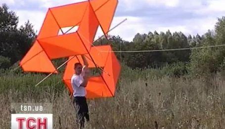 Изобретатель из Черниговщины летает на воздушных змеях